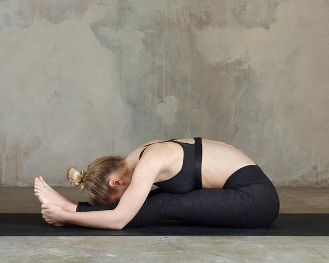 Düz bir karın için 12 yoga hareketleri 4
