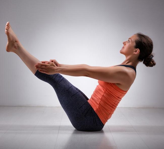 Düz bir karın için 12 yoga hareketleri 8