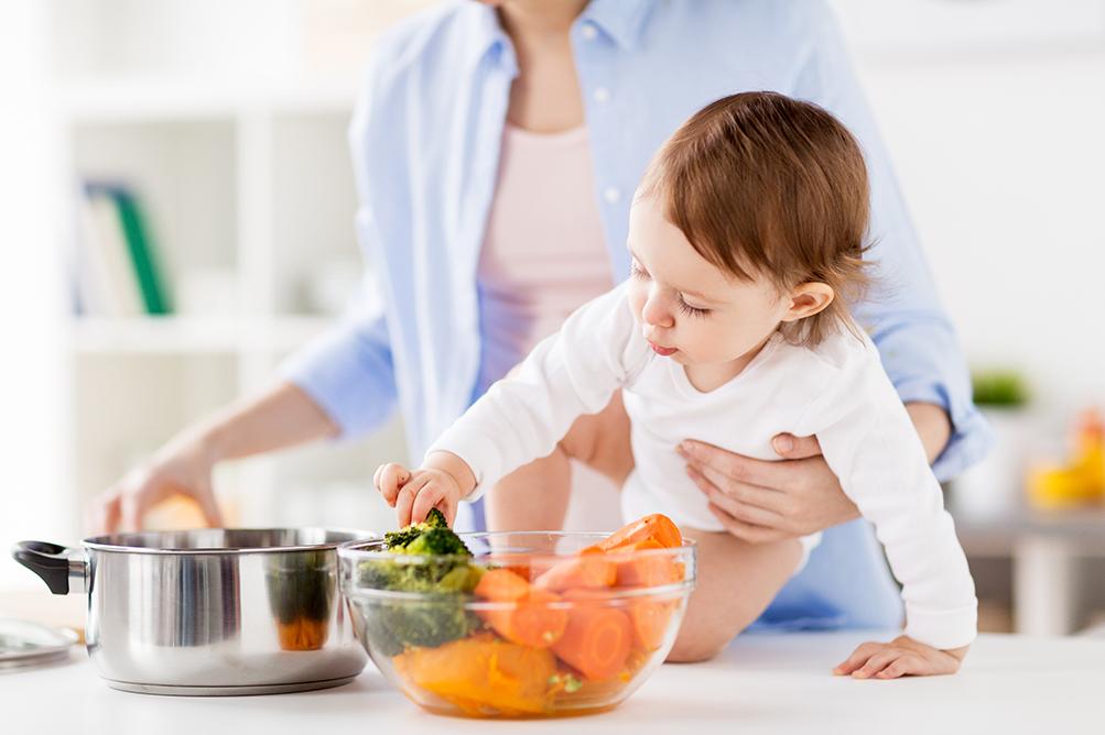 bebeklerde ek gıdaya geçiş ne zaman olmalı
