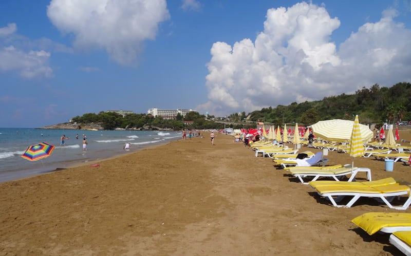 Yüzme bilmeyenler en iyi tatil yerleri ve plajlar 1