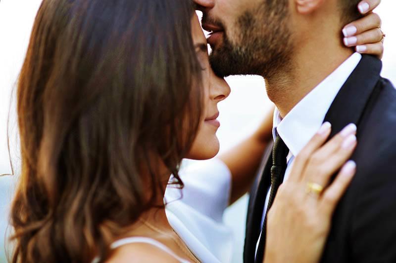 alın-öpücüğü-ne-anlama-gelir