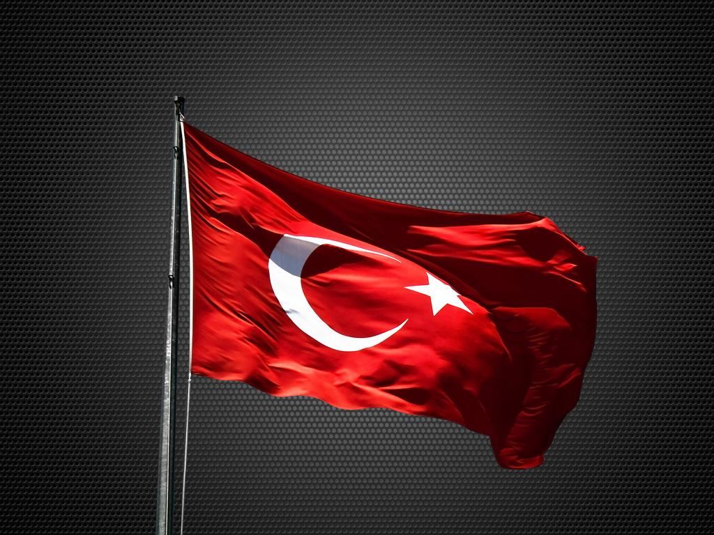 Siyah arka plan Türk bayrağı