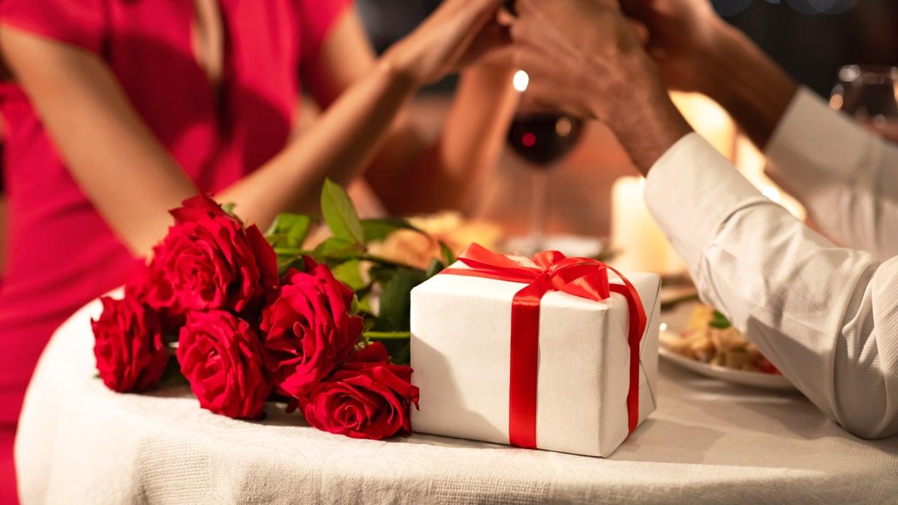 Erkek ve bayan için 14 Şubat Sevgililer Günü hediye fikirleri 1