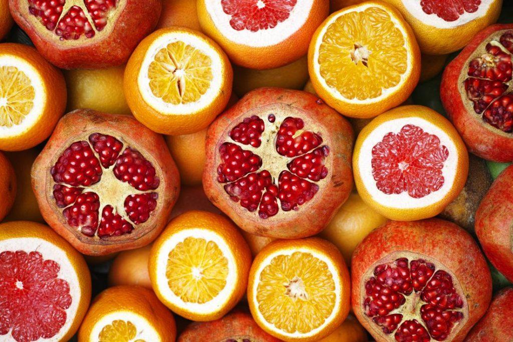 Portakal ve asitli meyveler