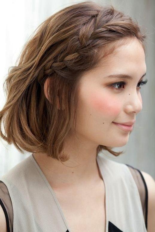 Basit Yan Örgü bayan saç modelleri